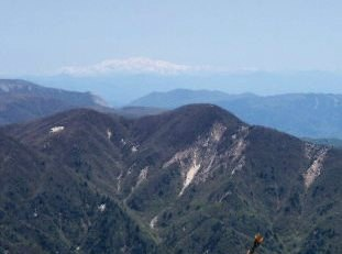 釈迦ヶ岳と白山
