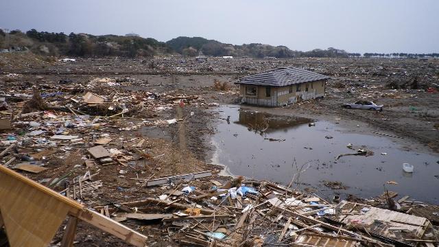 七ヶ浜町、菖蒲田海水浴場の惨状