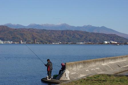 諏訪湖より八ヶ岳