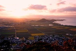 八幡山からの湖東の夕景