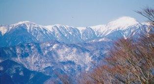 上河内岳(右)と茶臼岳