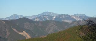 大無間(右)と南に延びる山稜:第3駐車場より