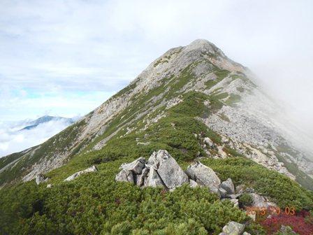 笠ヶ岳頂上をめざす