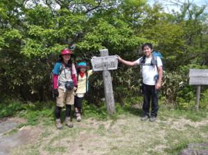 茶臼山~岩古谷山2015、5,24 003