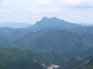 茶臼山~岩古谷山2015、5,24 015