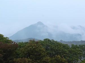 山頂からの鎌ヶ岳
