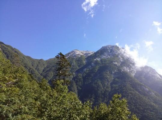仙水峠から仰ぎ見る摩利支天!