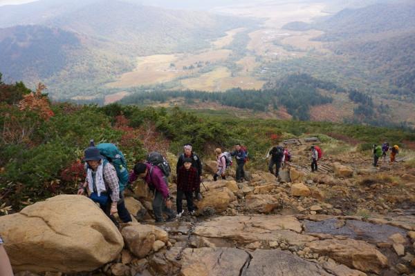 ⑪蛇紋岩の登りを頑張る