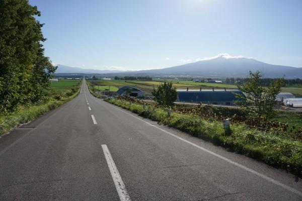 1 真っ直ぐな道と斜里岳