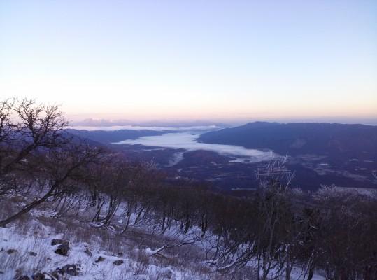 関ヶ原の方から朝靄が下ってきました。